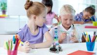 Programmer des robots à l'école avec des kits éducatifs
